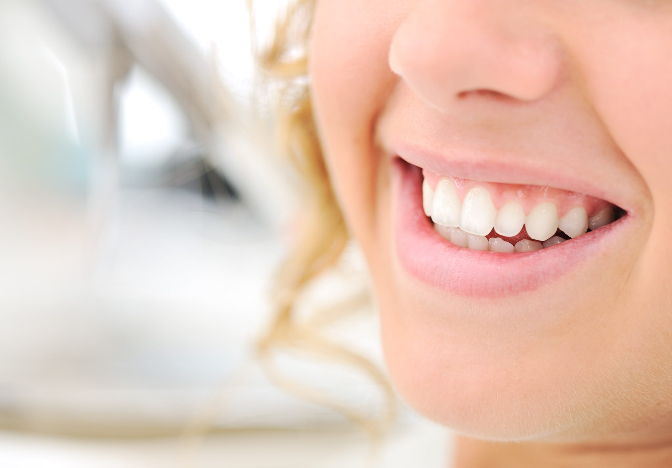 achieve beautiful smile with dental implant